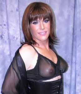 transgender-weibliche-kurven-lackkleid